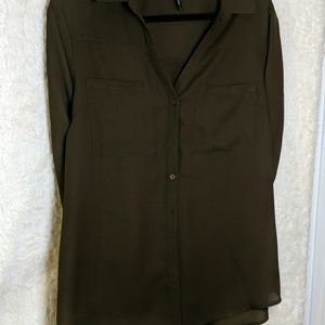 🏷️ 3 for $15 🏷️ Olive Green Button Down